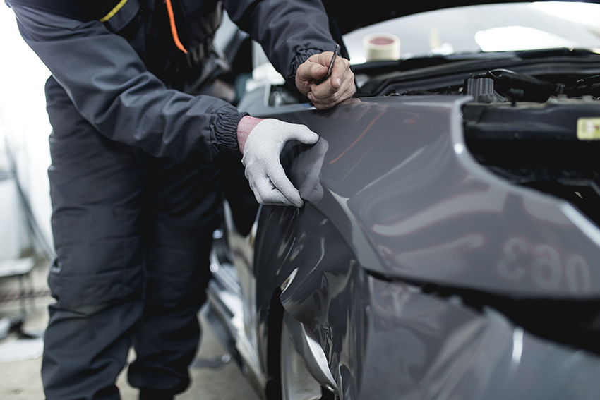 car wing being wrapped in grey vinyl